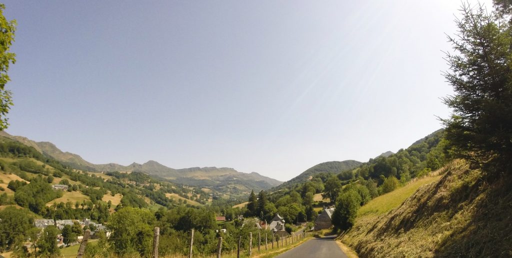 Panorama sur les monts du Cantal
