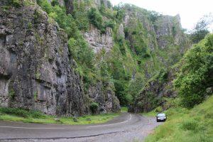 Sur la route dans les Gorges de Cheddar