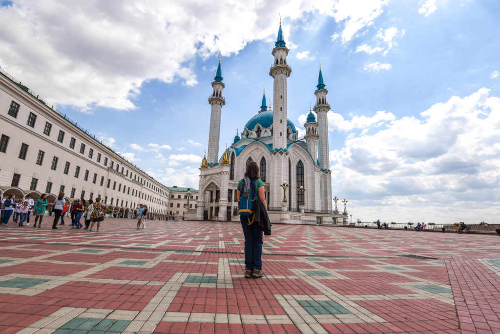 Devant la mosquée dans le Kremlin de Kazan