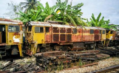 Train ancien sur le chemin Thaïlande Malaisie par la terre